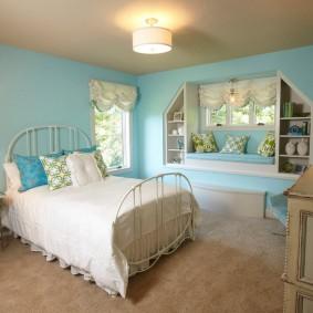 Детская спальня с низким потолком