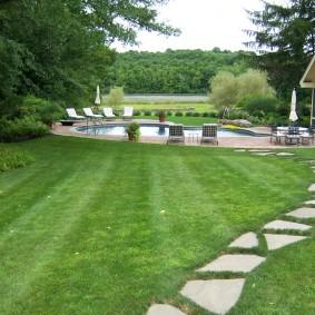 Открытый бассейн на загородном участке