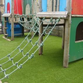 Игровой газон на детской площадке