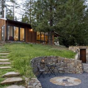 Каркасный дом на участке со склоном