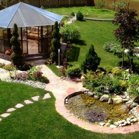 Садовая беседка с крышей из поликарбоната