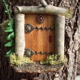 Сказочный домик из старого пня