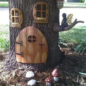 Декоративный домик на садовом участке