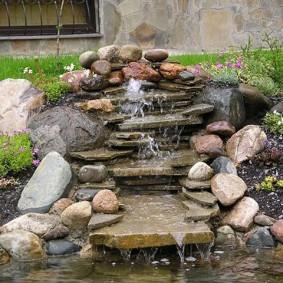 Каменный водопад на дачном участке