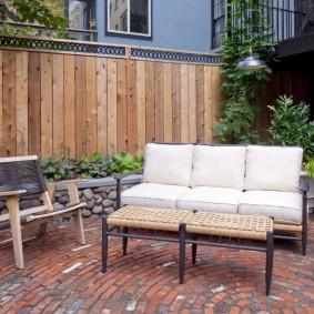 Садовая мебель с мягкими подушками