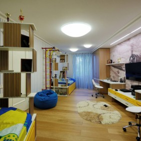 Вытянутая детская комната для двоих подростков