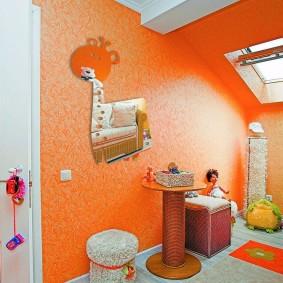 Оранжевые стеклообои в детской комнате