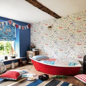 Детская кроватка в форме лодочки