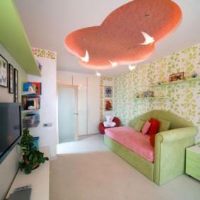 Зеленые обои в детской комнате