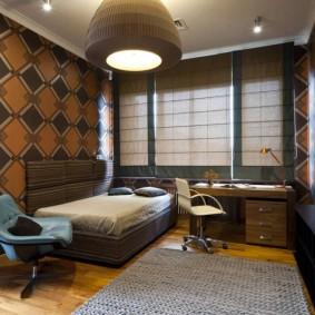 Стильная комната с коричневыми обоями