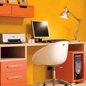 Письменный стол с тумбами и ящиками