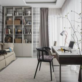 Деревянный стул в интерьере комнаты подростка