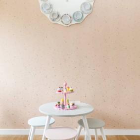 Детский стол и стульчики белого цвета
