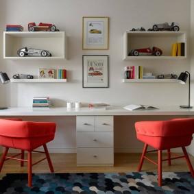 Красные стулья с удобными спинками