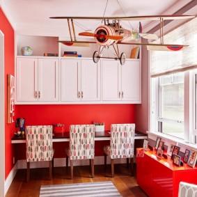 Красный цвет в интерьере детской комнаты