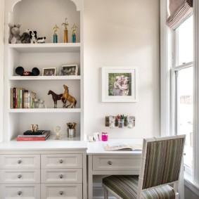 Белая мебель для комнаты девочки