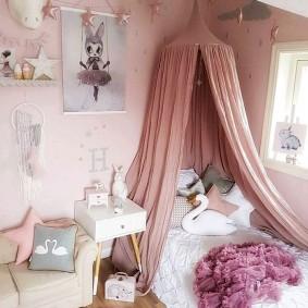 Шатровый балдахин в комнате маленькой девочки