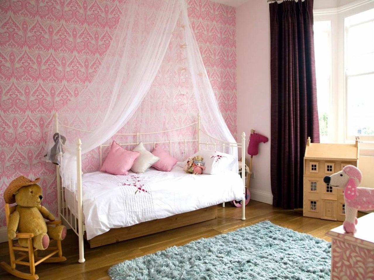 Детские картинки над кроватью