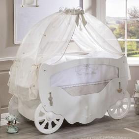 Детская кроватка оригинального дизайна