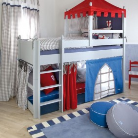 Двухъярусная кровать в виде рыцарского замка