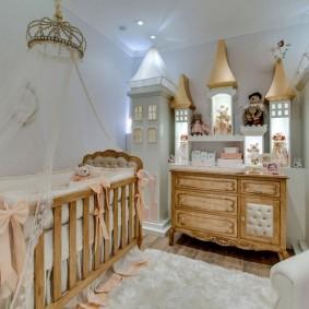 Сказочный замок в спальне юной принцессы