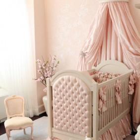Кровать для новорожденного с мягкими спинками