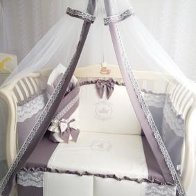 Кроватка для младенца с качественным текстилем