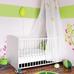 Лакированный пол в комнате ребенка