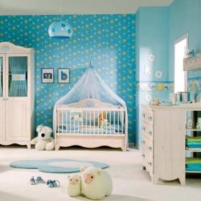 Голубые обои в детской комнате