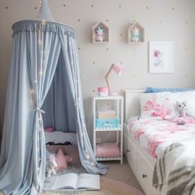 Игровой шатер в комнате мальчика дошкольного возраста