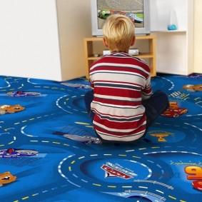 Мягкое покрытие пола в комнате маленького ребенка
