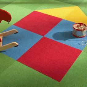 Квадратные узоры на детском ковролине