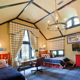 просторная комната для мальчиков школьного возраста