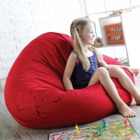 Бескаркасная мебель для маленькой девочки