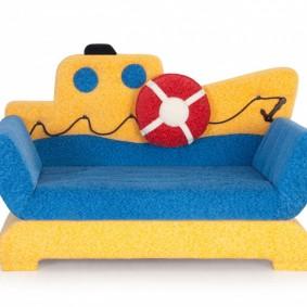 Компактный детский диванчик яркой расцветки