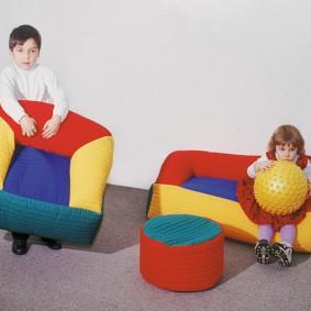 Яркие детские кресла для мальчиков и девочек