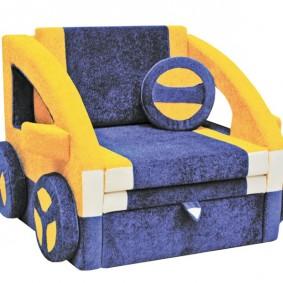 Раскладное кресло в виде детской машинки