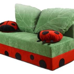 Мягкие подушки в виде листиков