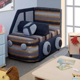 Угловое кресло в маленькой детской
