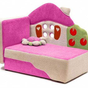 Компактная мебель с розовой обивкой