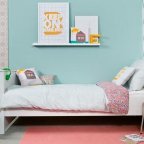 Место для постеров над детской кроватью