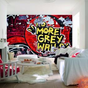 Постер с граффити в белой комнате