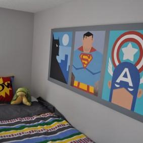 Подборка плакатов на стене детской спальни