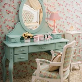 Детский туалетный столик для девочки школьного возраста