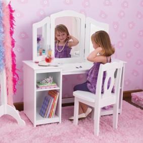 Трюмо для комната маленькой девочки
