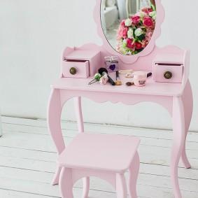 Детская мебель с фигурными ножками