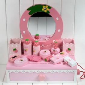 Детское крема в розовых тюбиках