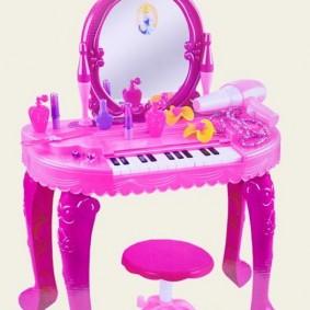 Детское пианино в столешнице пластикового столика