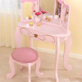Детское трюмо розового цвета