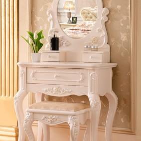 Туалетный столик в стиле классика